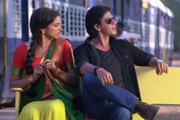 Deepika And SRK In Station Cool Look Still From Chennai Express Movie