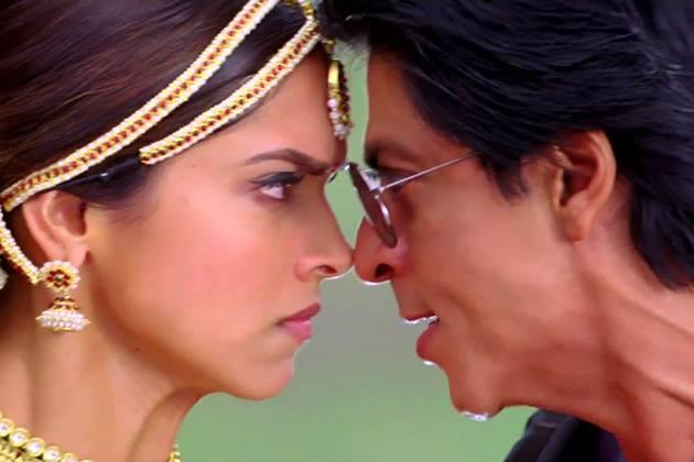 Deepika And SRK A Still From Chennai Express Movie