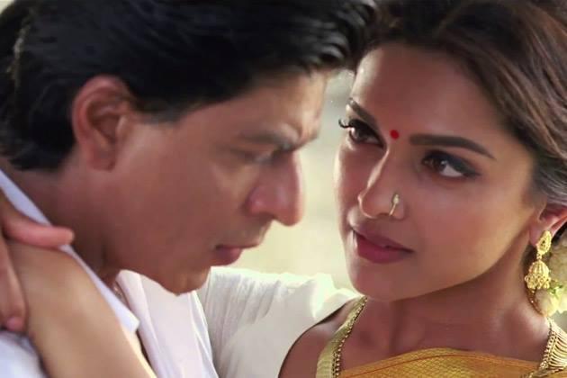 SRK And Deepika Romantic Look Still From Chennai Express Movie