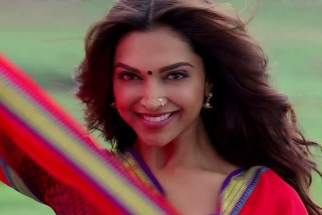 Stunning Deepika Padukone Smiling Look Still From Chennai Express Movie