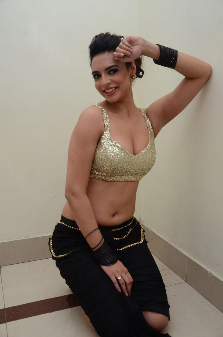 Item Girl Shweta Bhardwaj Hot Pose At Adda Movie Audio Release Function