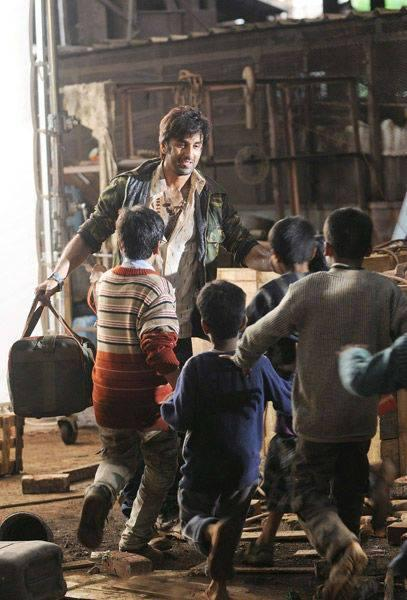Ranbir Kapoor Played With Kids On The Sets Of Besharam