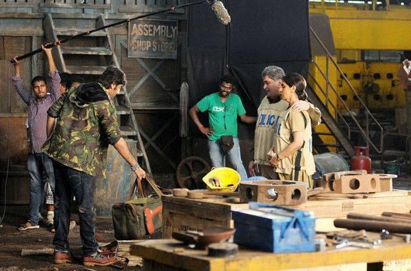 Ranbir,Rishi And Neetu Present On The Sets Of Besharam