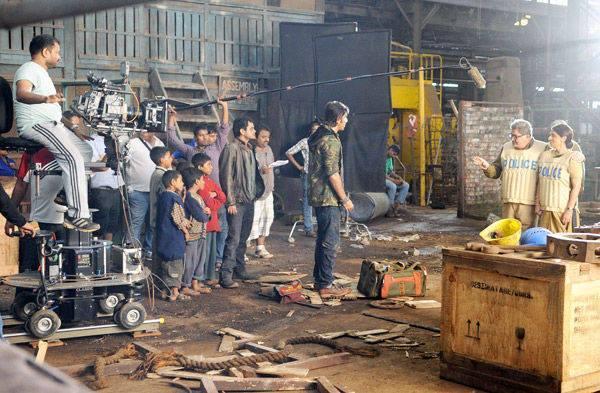 Ranbir,Rishi And Neetu On The Shooting Sets Of Besharam