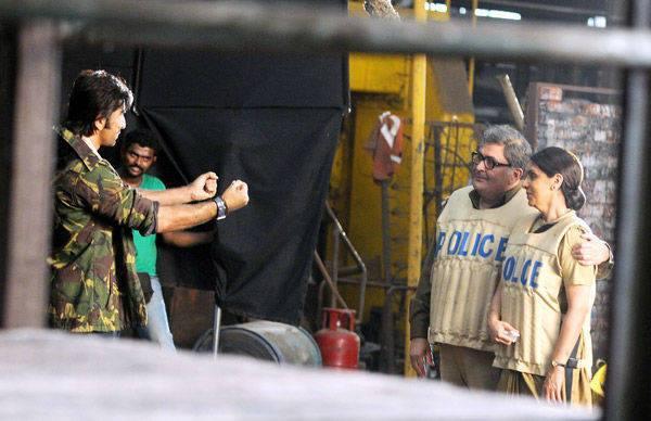Ranbir,Rishi And Neetu Spotted On The Sets Of Besharam