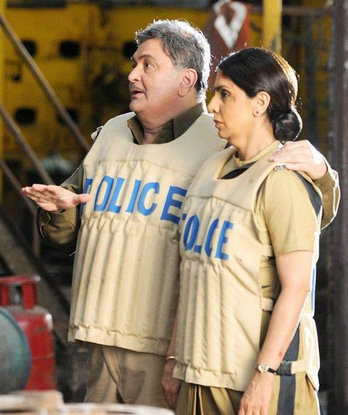 Rishi And Neetu Were Sporting Police Uniforms On The Sets Of Besharam