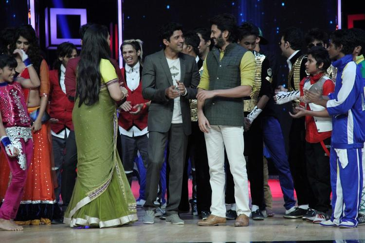 Geeta,Farhan And Riteish Cool Look With Contestants On The Sets Of India's Dancing Superstars