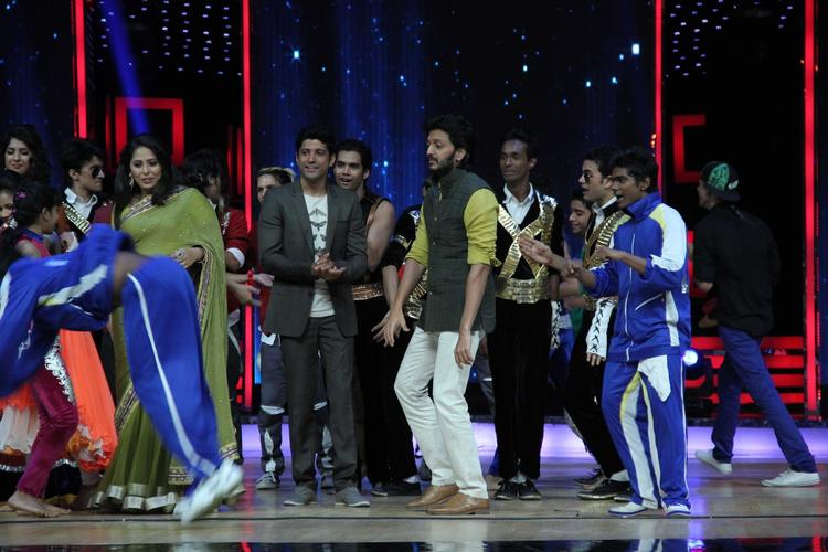 Geeta,Farhan And Riteish On The Sets Of India's Dancing Superstars