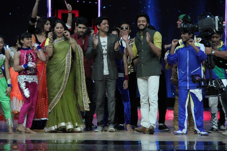 Geeta,Farhan And Riteish Shake Their Legs With Contestants On The Sets Of India's Dancing Superstars