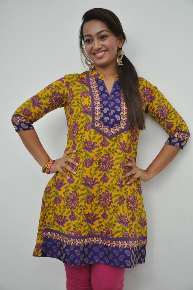 Ester Noronha Strikes A Pose During 1000 Abaddalu Press Meet  Event