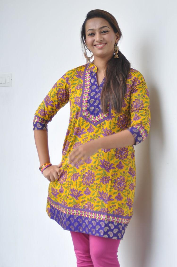 Fame Telugu Heroine Esther Latest Photo At 1000 Abaddalu Press Meet