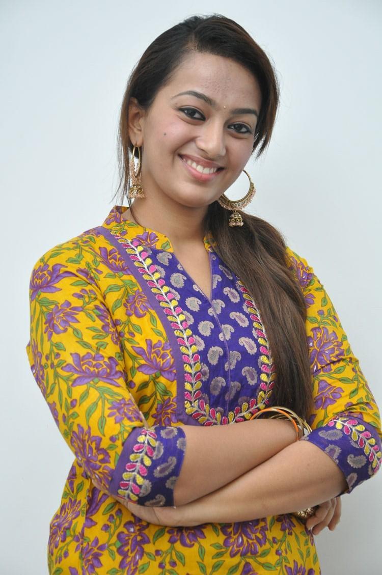 Telugu Actress Ester Noronha Photo At 1000 Abaddalu Press Meet