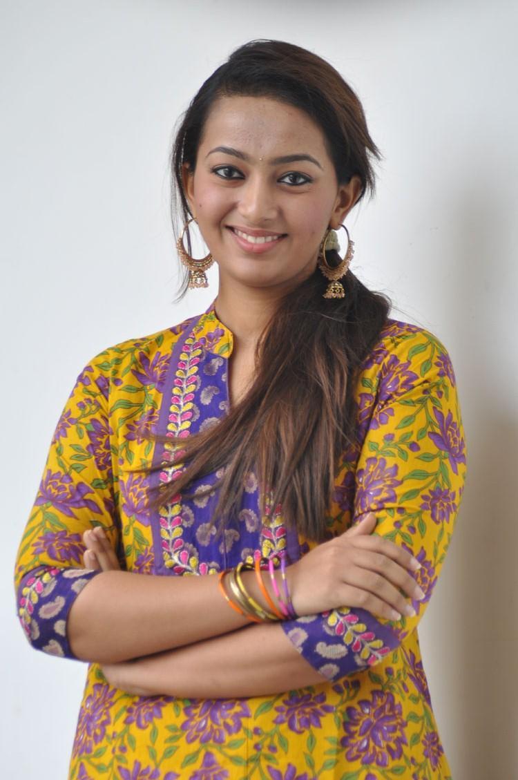 Telugu Actress Ester Noronha Photo At Veyyi Abaddalu Press Meet