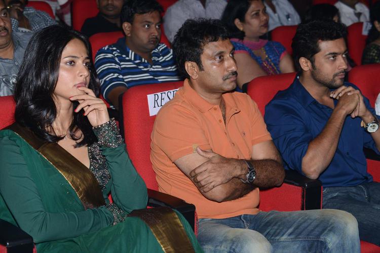 Anushka,Srinu And Suriya Enjoy The Programme At Singam II Audio Release Function