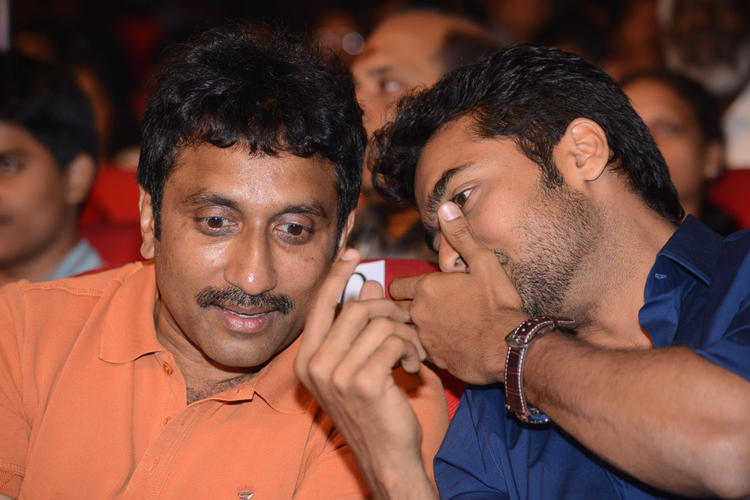 Srinu And Suriya Discussion Still At Singam II Audio Release Function