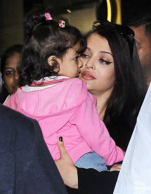 Aishwarya With Cute Baby Aradhya At The Mumbai Airport