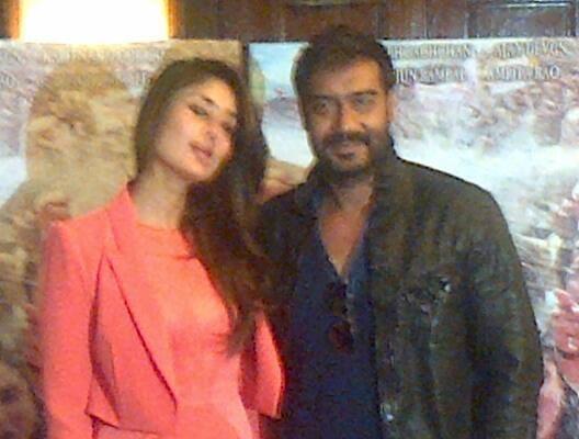 Kareena And Ajay Nice Pose For Photo Shoot During The Trailer Launch Of Satyagraha