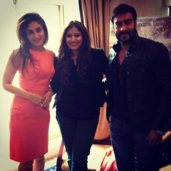 Kareena And Ajay Pose With A Fan During The Trailer Launch Of Satyagraha