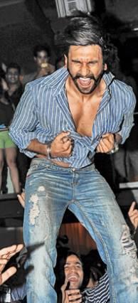 Ranveer Singh Bold Rocking Danced At The Park Hotel In Kolkata