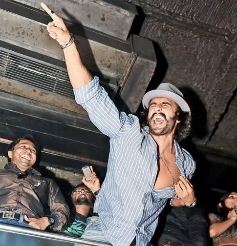 Ranveer Singh Sizzling Dane Perfomance At The Park Hotel In Kolkata