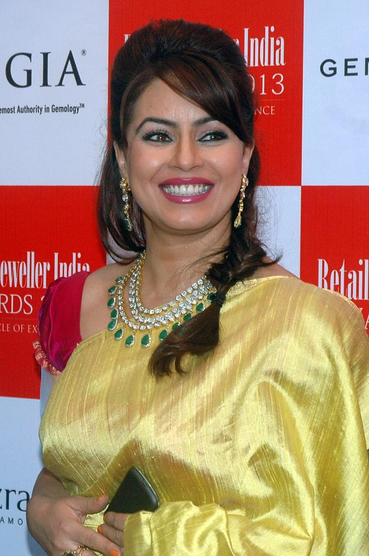 Smiling Mahima Chaudhry Gorgeous Look At The Grand Jury Meet For 9th Retail Jeweller India Awards 2013