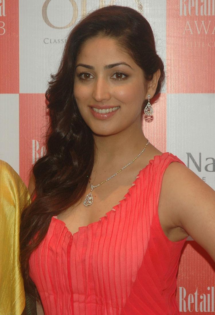 Yami Gautam Fashionable Look At 9th  Retail Jeweller India Awards 2013