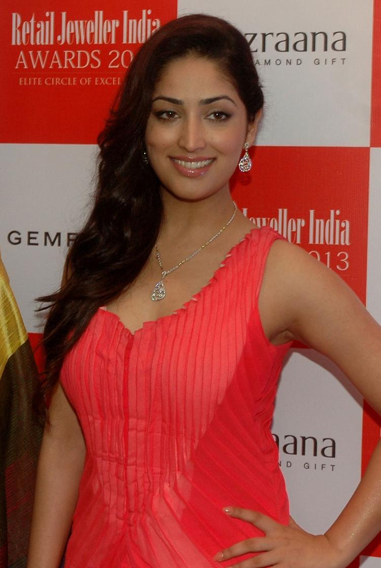 Yami Gautam Flashes Smiling Pose During The 9th Retail Jeweller India Awards 2013