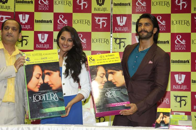 Sonakshi And Ranveer Posed With Books At The Launch Of Mills And Boon For Film Lootera