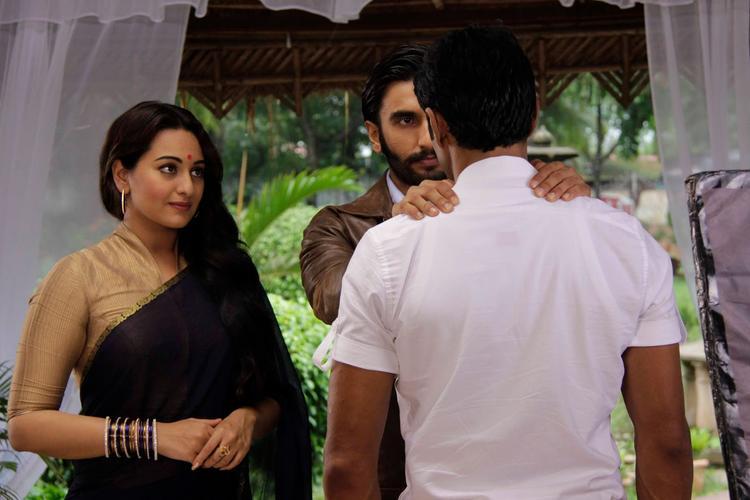 Sonakshi And Ranveer Nice Look On The Sets Of Uttaran