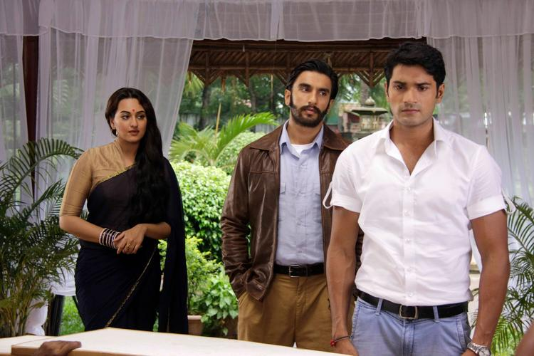Sonakshi And Ranveer Promoting Their Upcoming Flick Lootera On The Sets Of Uttaran