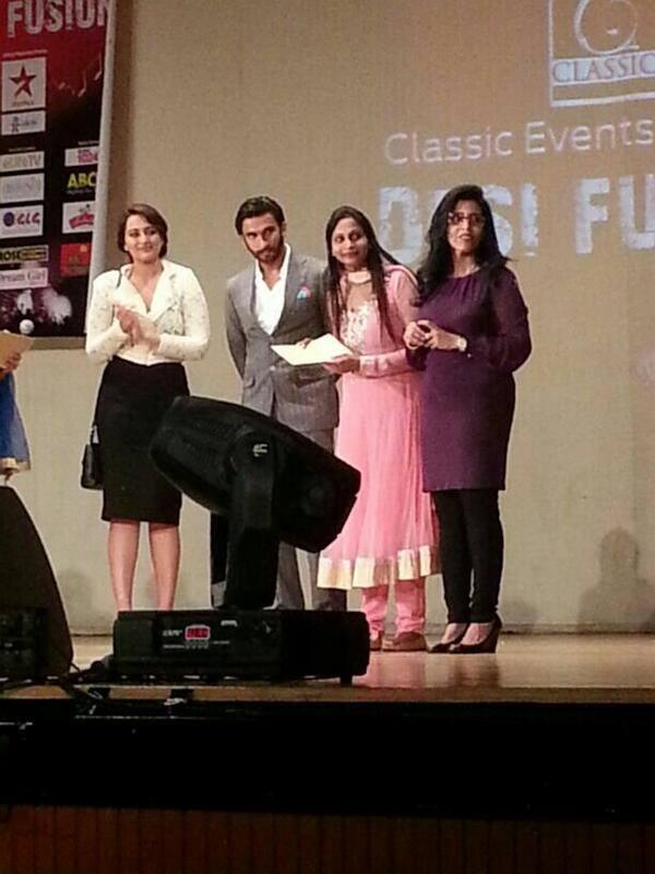 Sonakshi And Ranveer Posed During The Promotion Of Lootera In Dubai At A Press Conference