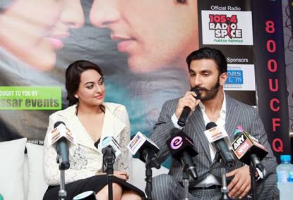Sonakshi And Ranveer Promote Lootera At A Press Conference In Dubai