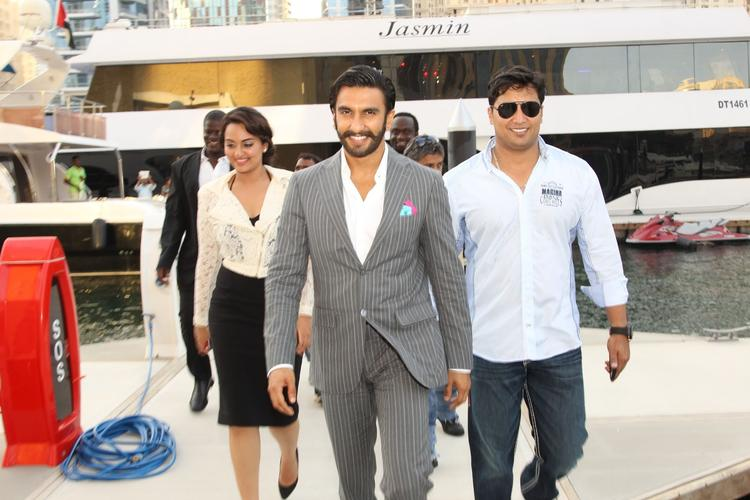 Sonakshi And Ranveer Visits Dubai For Their Upcoming Flick Lootera