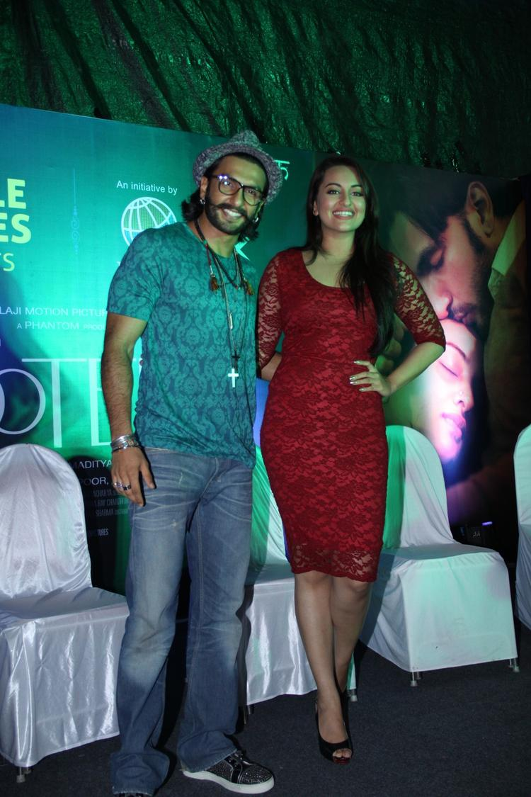 Ranveer And Sonakshi Promotes Their Upcoming And An Awaited Film Lootera At The Samsung Store