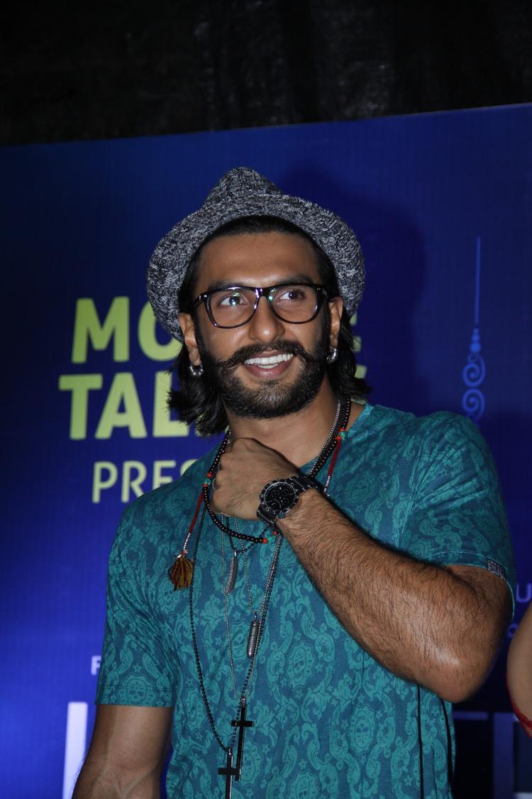 Ranveer Singh Smiling Look At Samsung Store For Promoting Movie Lootera