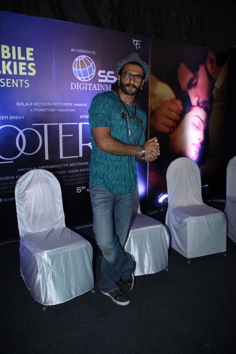 Ranveer Singh Stylsih Look Posed For Camera During The Promotion Lootera At Samsung Store
