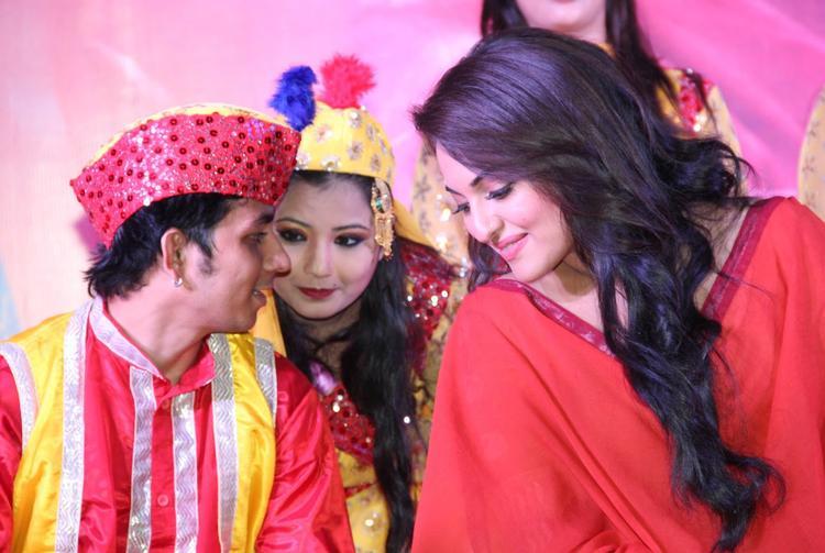Sonakshi Sinha At The Launch Of Song Taiyab Ali