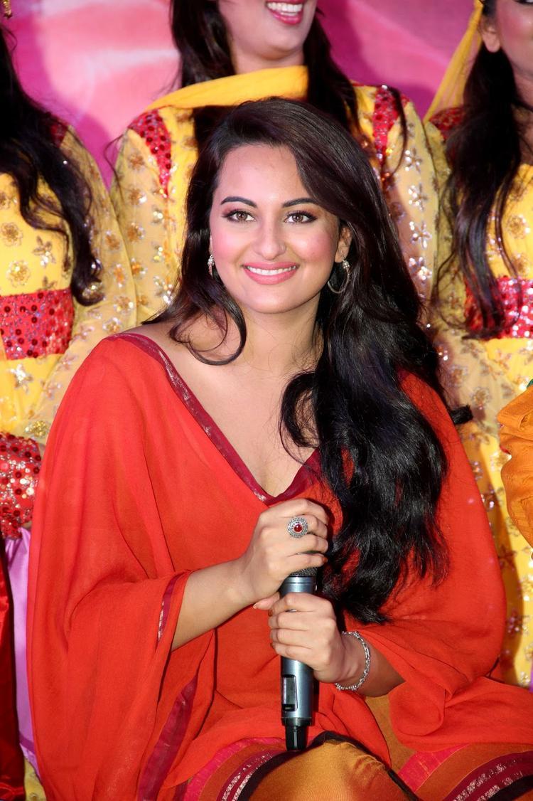 Sonakshi Sinha Looking So Beautiful During Tayyab Ali Pyaar Ka Dushman Song Launch
