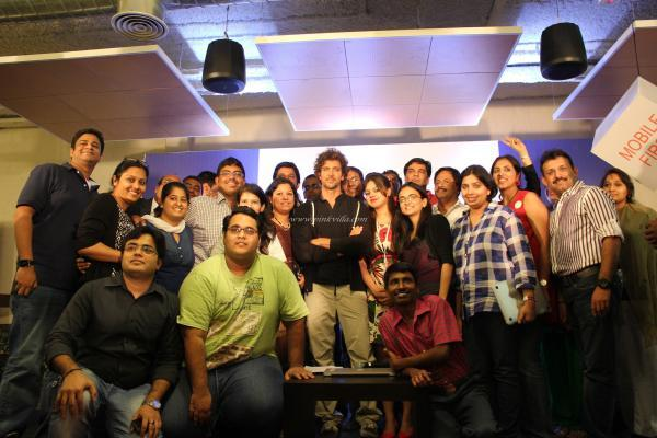 Hrithik Roshan Pose With His Fans During The Launch Of First Look Of Krrish 3 Motion Poster