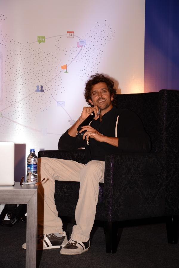 Hrithik Roshan Speaking Something At The Launch Of First Look Of Krrish 3