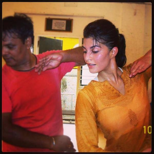 Jacqueline Fernandez Dance Pose Photo For Twitter