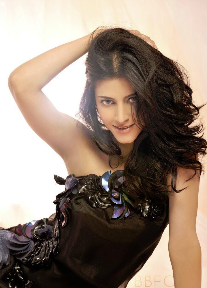 Shruti Haasan Glamour Look Photo Shoot For Filmfare July 2013