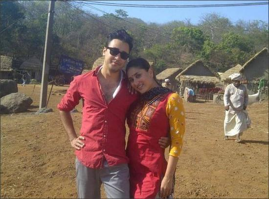 Kareena And Imran Strikes A Pose During The Sets Of Gori Tere Pyaar Mein