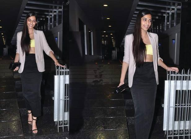 Sonam Kapoor Nice Look Returning From A Dinner Party With Friends