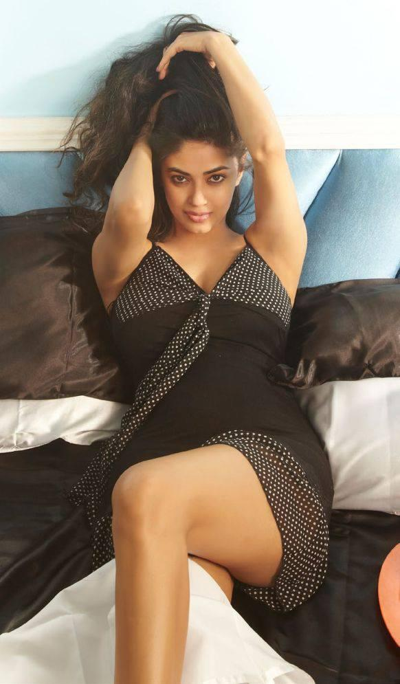Meera Chopra Exclusive Sexy Look Photo Shoot For FHM Magazine July 2013