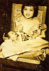 Cute SRK With His Sweet Sister Nice And Rare Photo Still