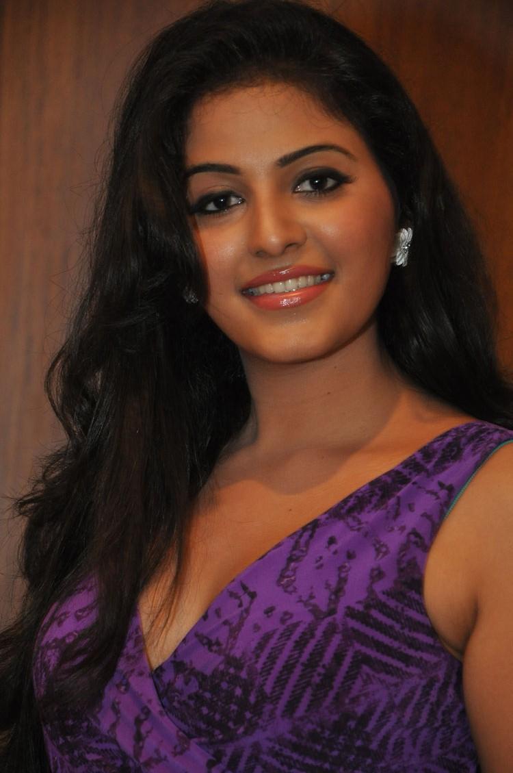 Anjali Pose For Camera At The Success Meet  Of Balupu