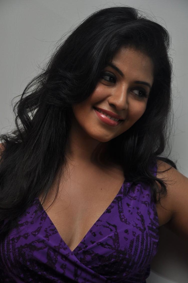 Anjali Sweet Smile Pic During The Success Meet  Of Balupu