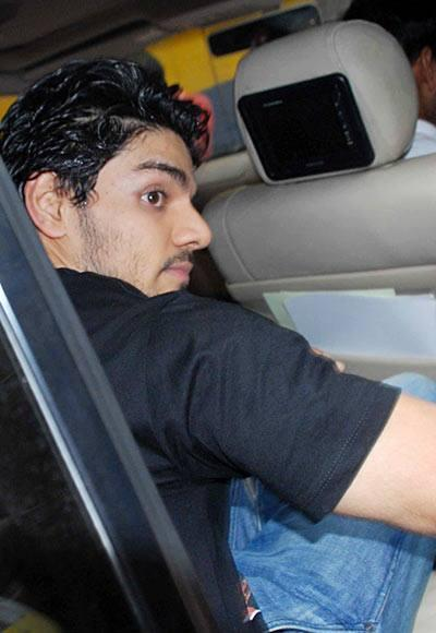 Suraj Pancholi Inside The Car After He Gets Bail