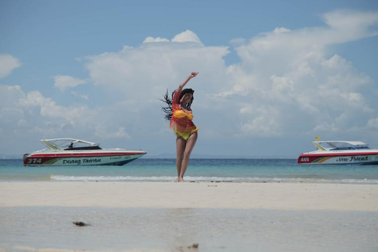 Veena Malik Danced Photo Shoot For Silk Sakkath Hot In Thailand